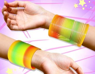 zoom_jouet-ressort-slinky-multicolore-bracelet-arc-en-ciel-spirale-eighties-extensible-plastique-elastique-flashy-fluo-jeu-enfants-gadget-vintage-amuser-fun-annees-1990-1980-effet-sensationnel-toy-story-spe